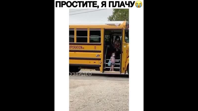 Малявка в школу пошла 😂а ранец больше чем сама 🙃😘