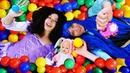 Смешные видео. БЕБИ БОН и Принцессы Диснея в Бассейне с шариками! Видео куклы Baby Born. Игры онлайн