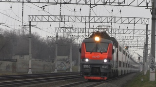 Электровоз ЭП20-038 с двухэтажным поездом №103 Москва - Адлер