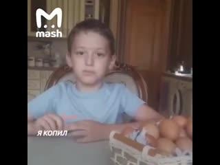В Дагестане 9-летний мальчик разводит кур ради денег.