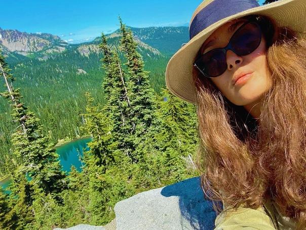 Сальма Хайек передает привет со своего выходного