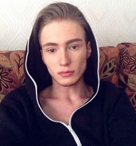 Стас Федянин, трансгендер из Москвы, потратил 3 млн рублей чтобы стать сексуальной девушкой. Он с детства любил красивую одежду. Но чаще всего, именно женские платья обладают особой