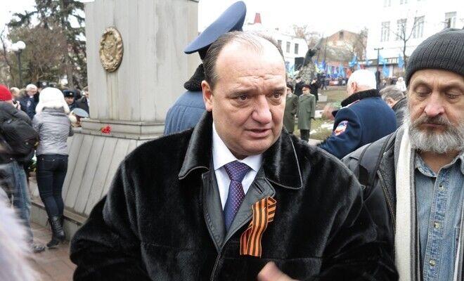 На Луганщине экс-регионал привез подставных избирателей автобусом